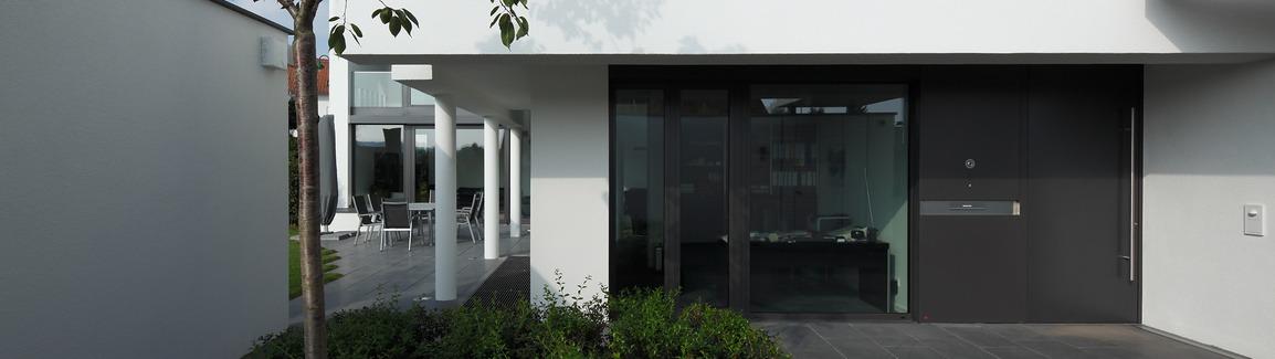 Porte extérieure en aluminium Schuco